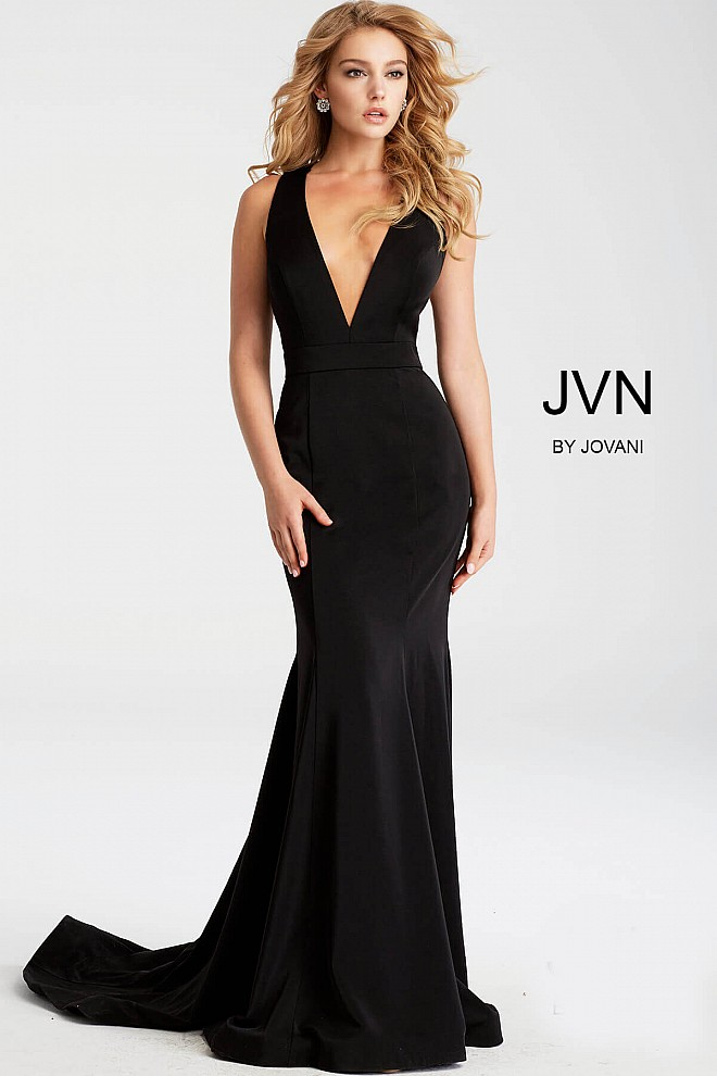 Long black fitted prom dress