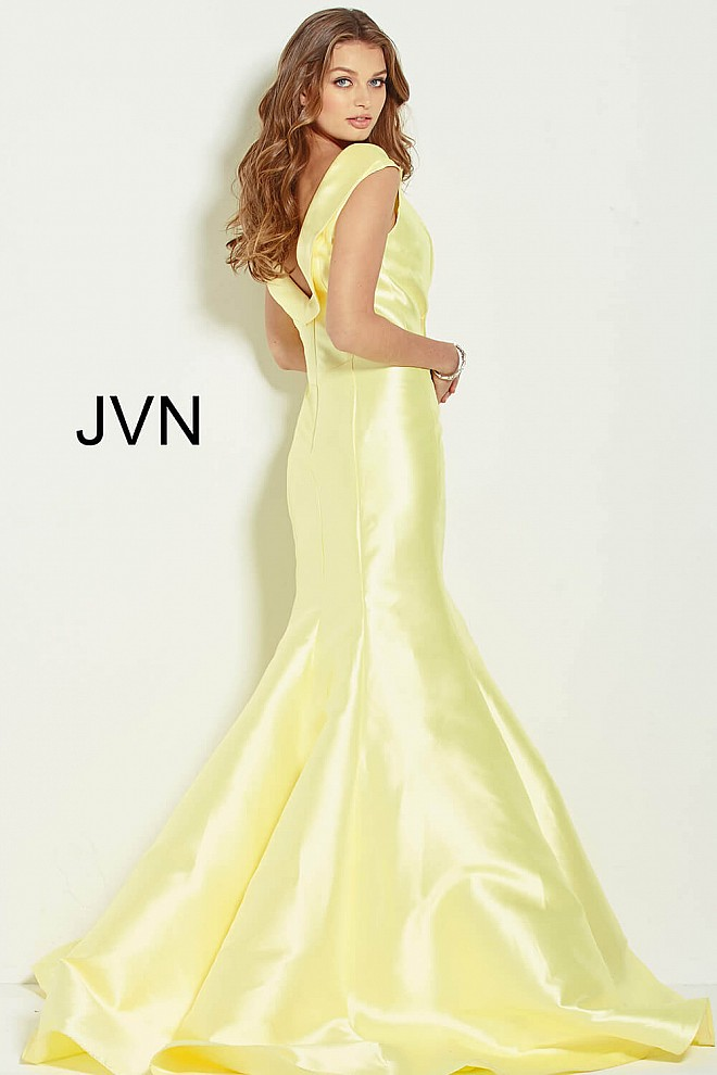 Yellow long fitted cap sleeve boat neck mermaid prom dress.