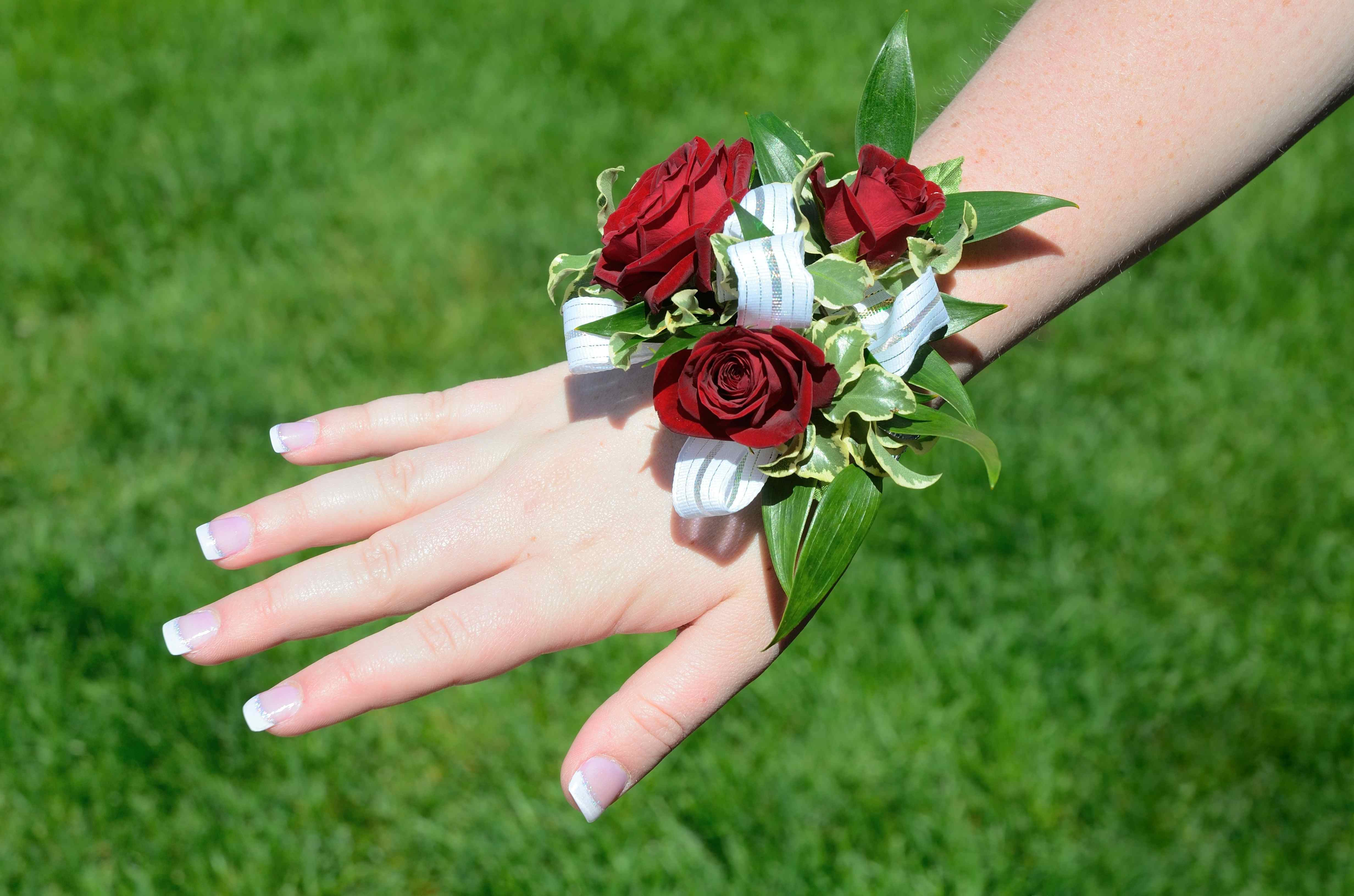 how much does a prom corsage cost